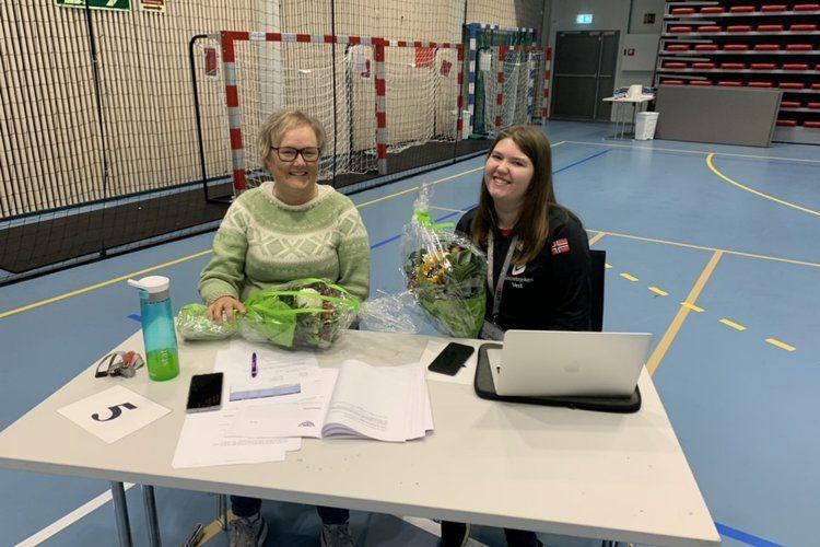 Eline Marie Nordhus Soltvedt og Marianne Kolaas stilte som årets sekretærer.